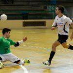 "Alfonso ""Viny"" eleva el balón en la jugada del 4-0"