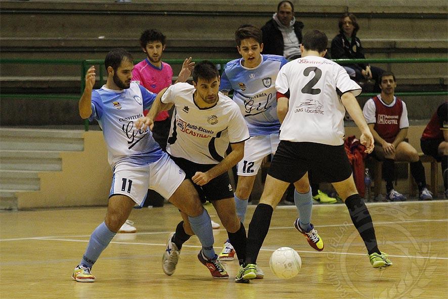 Imagen del partido entre el Racing Cuéllar y el FS Salamanca disputado en Cuéllar. | Foto: Gabriel Gómez |
