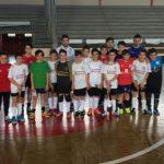 Algunos de los jóvenes jugadores del Racing Cuéllar y el Tierno Galván.
